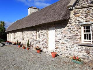 Sullivans historic thatched cottage. - Kenmare vacation rentals