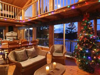 Large Waterfront Cottage for rent in Mont-Tremblant with SPA/hot-tub, pool table, canoe, pedal boat - Mont Tremblant vacation rentals