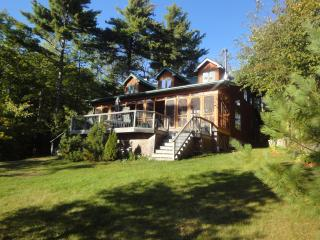Muskoka Rustic  Beauty - Cottage Six Mile Lake - Penetanguishene vacation rentals