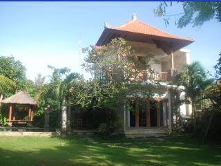 Cosy 2 Storey Villa, Pool, WIFI, Garden, Sanur - Sanur vacation rentals