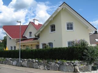 Vacation Apartment in Mahlberg - 592 sqft, quiet, central, modern (# 4932) - Kippenheim vacation rentals
