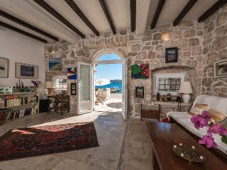 Holiday house Artesta - Kuciste vacation rentals