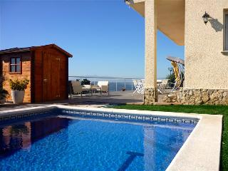 Tranquil Costa Brava paradise for 8-9 guests, only 6km from the breathtaking beaches - Costa Brava vacation rentals