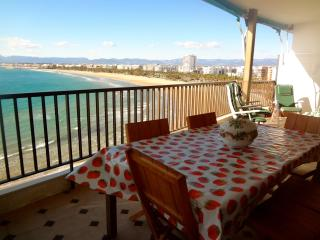 Beachside penthouse in Salou for 12 people, just a few steps from beautiful beaches! - Salou vacation rentals