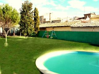 Pleasant 4-bedroom getaway in Berga with a private pool and spacious yard - Berga vacation rentals