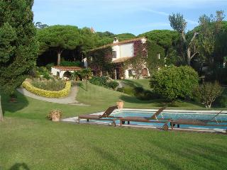 Countryside villa for up to 14 guests, just 1.5km from the beach - Catalonia vacation rentals