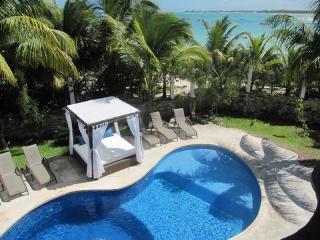 MAYA - KUMA6 Beautiful oceanfront villa a secret little Taj Mahal by the sea. - Akumal vacation rentals