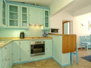 2 BEDROOM APARTMENT FOR 5 NEXT TO THE BEACH IN OLHOS D'AGUA, ALBUFEIRA (3) REF. ALMB134981 - Olhos de Agua vacation rentals