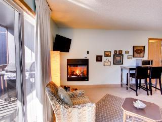 Pet-friendly one bedroom condo w/ shared pool, hot tub! - Bend vacation rentals
