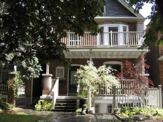 Large 2 bedroom sleeps 5 with a 22ft x 10 ft  balcony - Toronto vacation rentals