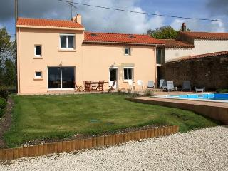 A gite with a heated privat pool - Saint-Urbain vacation rentals