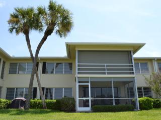 SPACIOUS & SPOTLESS SARASOTA CONDO IN PALM AIRE - Sarasota vacation rentals