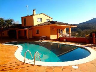 Glorious 5-bedroom villa for 10 people nestled in the hills of Arbucies - Arbucias vacation rentals