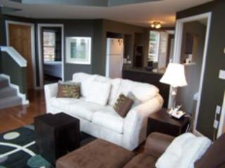 "Living Room - Feel the Forest Canopy | Enjoy the ""Woodlands"" - Fairview - rentals"