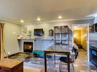 Pet-friendly one bedroom condo w/ shared pool & hot tub! - Bend vacation rentals