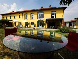 Vineyards all around you: take it easy - Rocca Grimalda vacation rentals