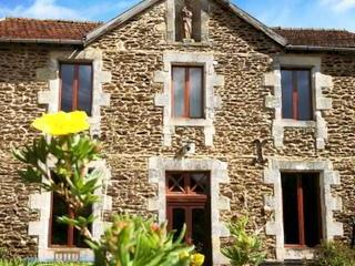 Classic country house in walled gardens with views - Nantheuil vacation rentals