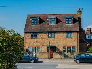 Rye View - Lovely Modern Flat with parking - East Sussex vacation rentals