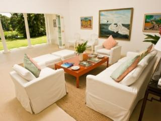 4 Bedroom Villa with Private Pool in Round Hill - Hope Well vacation rentals