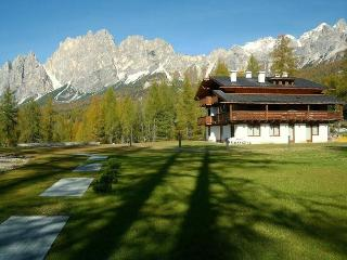 A Nice Place To Live: Romantic Attic + Fireplace - Cortina D'Ampezzo vacation rentals