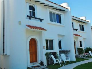Gorgeous 3 BR 3 BA Playacar Villa Great Pool! - Playa del Carmen vacation rentals