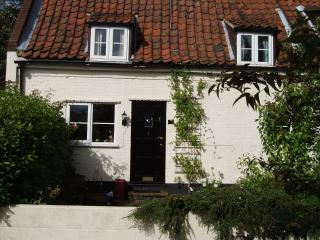 Daisy Cottage, Saxthorpe, Holt, Norfolk, England. - Saxthorpe vacation rentals