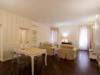RESIDENZA PIAZZA ERBE, VIA PELLICCIAI, VERONA - Verona vacation rentals