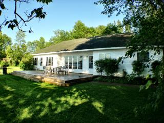 Wellers Bay Waterfront Cottage w/ internet & dock - Prince Edward County vacation rentals