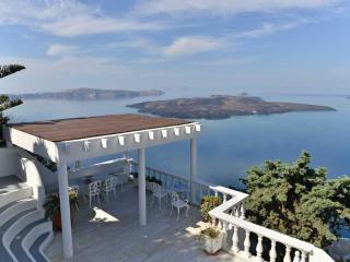 "A ""Magical"" villa overlooking the caldera cliff. - Firostefani vacation rentals"