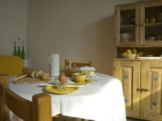 Sunny 1 bedroom holiday rental at Lake Trasimeno - Castel Rigone vacation rentals