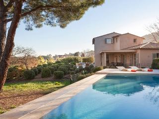 Superb Villa with a Pool and Balcony, in Downtown Saint Tropez - Le Lavandou vacation rentals