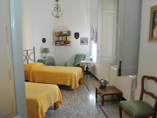 Bed and Breakfast La Concordia - Tween Bedroom Dow - Naples vacation rentals