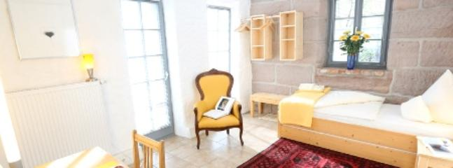 Double Room in Stein - 172 sqft, comfortable, bright, central (# 4995) #4995 - Double Room in Stein - 172 sqft, comfortable, bright, central (# 4995) - Stein - rentals