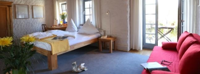 Double Room in Stein - 269 sqft, comfortable, bright, central (# 4997) #4997 - Double Room in Stein - 269 sqft, comfortable, bright, central (# 4997) - Stein - rentals