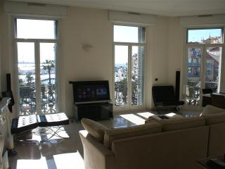 Cannes Vacation Rental, Boutique 2 Bedroom Apartment with Great View - Cannes vacation rentals