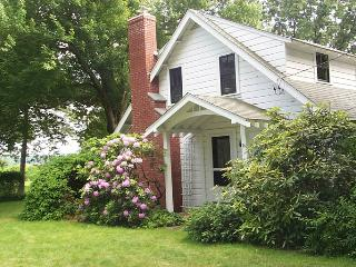 Summer cottage dating back to the 1920s - Rhode Island vacation rentals