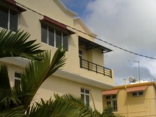 Appartement avec piscine-petit déjeuner-transport - Anse Volbert vacation rentals