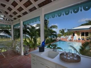Sensational 3 Bedroom Villa in Seven Hills - East End vacation rentals