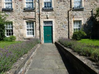 F2 - Nice City Centre Apartment - Edinburgh vacation rentals