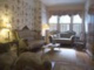 Living room - ample seating to watch TV, DVD - Fully Furnished 3-bedroom Lincoln Park Apt - Chicago - rentals