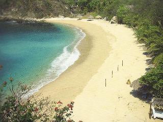 Beach front king size room - Santa Cruz Huatulco vacation rentals