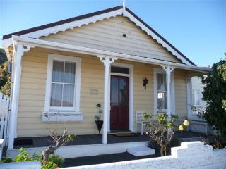Strupak Cottage - spoil yourself in Nelson, NZ - Nelson vacation rentals