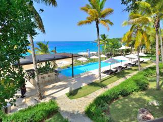 Superlux 1250 sq. ft. in Ocean front condo. - Sosua vacation rentals