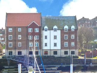 THE MOORINGS, contemporary accommodation, en-suite, private pontoon, in Whitby, Ref. 29680 - Whitby vacation rentals