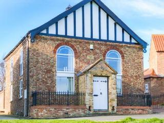THE OLD CHAPEL, chapel conversion, upside down accommodation, walled courtyard, in Pocklington, Ref 30435 - East Riding of Yorkshire vacation rentals