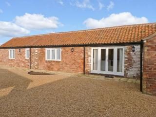 PEARDROP COTTAGE, all ground floor, en-suite, off road parking, communal courtyard, in Louth, Ref 6059 - Wragby vacation rentals