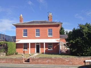 TUPSLEY HOUSE, detached Georgian house, WiFi, off road parking, garden, in Hereford, Ref 8285 - Lea vacation rentals