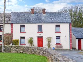 RAVEN'S ROCK FARM, traditional property, two family rooms, pet-friendly, near Sligo, Ref 903854 - Lissadell vacation rentals