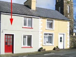 TIG MAI, terraced cottage with woodburner, patio, close to amenities, in Milltown, Ref 905879 - Ballyheigue vacation rentals