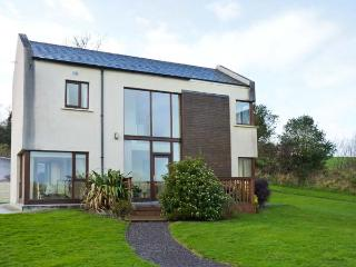 2 CASTLE QUAY, lovely river views, en-suite, excellent detached house near Kinsale, Ref. 906405 - Clonakilty vacation rentals